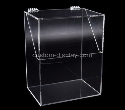 clear boxes with lids