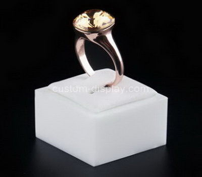lucite jewelry ring display