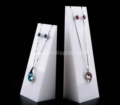 white necklace display stand