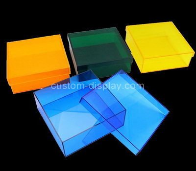 clear plastic boxes with lids